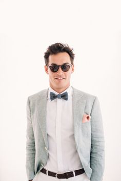 Dapper groom perfectly beach-ready in Oscar Hunt linen suit | Photography by Jonathan Wherrett