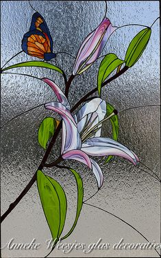 Tiffany lily - All About Decoration Stained Glass Paint, Stained Glass Flowers, Stained Glass Crafts, Stained Glass Designs, Stained Glass Panels, Stained Glass Patterns, Leaded Glass, Mosaic Glass, Glass Painting Designs