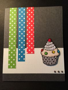 Grattiskort med prickigt papper från Make & Create, muffins färglagd med ProMarkers, glossy accent och Stickles och halvpärlor från Panduro.   Happy Birthday card with paper scraps and a cupcake. Colored the cupcake with ProMarkers, glossy accent and Stickles.