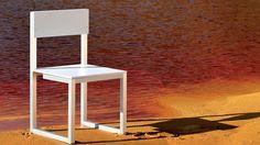 Silla de madera en color blanco ideal para exteriores http://www.elemento3.com/