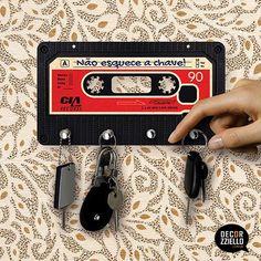Porta chaves fita K7 vermelha #portachave #portachaves #portachavesfitak7 #portachavesfitacassete #decorzziello #decoração #presentescriativos