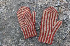 Ravelry: Ragged Island Mittens pattern by Mary O'Shea Loom Knitting Patterns, Knitting Stitches, Knitting Yarn, Hand Knitting, Knitting Tutorials, Hat Patterns, Stitch Patterns, Crochet Mittens, Mittens Pattern