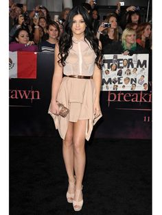 I don't think I've ever seen Kendall or Kylie in a bad outfit... This dress is perfectly styled. A+ #17college