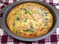 Quick Crust Free QuicheLoraine Ingredients: *3 Eggs * 375ml (one large can) evap skim milk *½ cup SR flour * 60g reduced fat cheese * 4 slices reduced-fat bacon * 2 spring onions *Seasoning (sal…