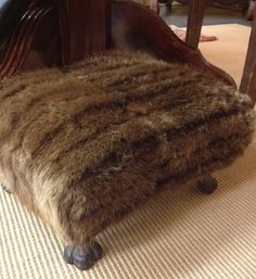 If you have a vintage fur coat and don't want to wear it for ethical reasons. why not at least repurpose it on upholstery? Funky Furniture, Upcycled Furniture, Furniture Redo, Upholstered Furniture, Fur Accessories, Fur Throw, Vintage Fur, Clothes Crafts, Reno
