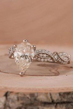 Idée et inspiration Bague De Fiançailles :   Image   Description   24 Unique Engagement Rings That Wow ❤️ See more: www.weddingforwar… #wedding