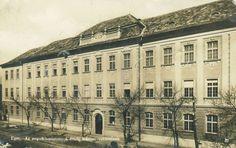 Eger, az egykori Angolkisasszonyok Érseki Leánynevelő Intézetének Klapka utcai része - mai Andrássy György Közgazdasági Szakközépiskola