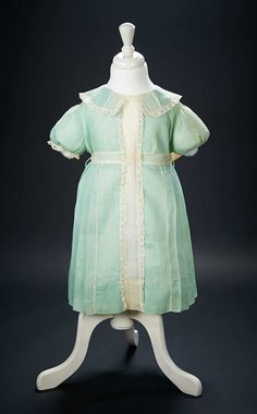 Love, Shirley Temple, Collector's Book: 31 Shirley Temple's Linen and Lace Childhood Dress