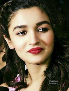 Alia Bhatt Bollywood Pictures, Bollywood Actress Hot Photos, Bollywood Girls, Beautiful Bollywood Actress, Bollywood Stars, Beautiful Indian Actress, Aalia Bhatt, Alia Bhatt Cute, Very Beautiful Woman