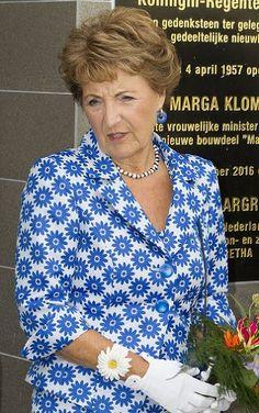 Princess Margriet opens Margaretha in Kampen