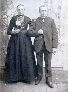 Vintage Wedding Photos, Vintage Weddings, Black Wedding Gowns, Black Bride, Antique Photos, Vintage Photography, Wedding Couples, Wedding Portraits, Brides