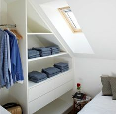 idée pour un dressing sous pente gain de place - Loft Storage, Bedroom Storage, Storage Spaces, Clothes Storage, Walking Closet, Home Organisation, Attic Renovation, Attic Rooms, Colorful Decor