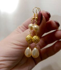 Gold Jhumka Earrings, Jewelry Design Earrings, Gold Earrings Designs, Beaded Jewelry Designs, Bead Jewellery, Jewelry Patterns, Tourmaline Earrings, Pearl Earrings, Gold Bangles Design