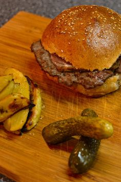 Check our very easy and healthy homemade burger recipe using caramelized onions and homemade burger buns. If you are looking for a healthy burger with beef meat, you found the recipe. #burger #burgerrecipe #american #fastfood #hamburger #beefrecipe #crispy #fried #gocookyummy Healthy Burger Recipes, Fast Healthy Meals, Beef Recipes, Sandwich Recipes, Lunch Recipes, Best Homemade Burgers, Best Brunch Recipes, Ground Meat Recipes, Most Delicious Recipe
