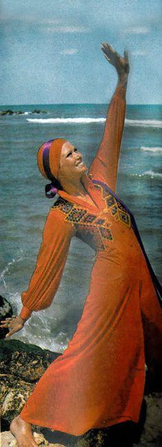Vogue October 1969 Model Susan Schoenberg Photo by John Cowan 1969 Fashion, Sixties Fashion, Mod Fashion, Vintage Fashion, Ethnic Fashion, Classic Photography, Color Photography, Beach Blanket Bingo, Feelin Groovy