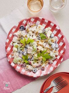 Tender chicken in a walnut and sweet grape salad, perfect served in lettuce wraps for a slimming friendly lunch or starter! Healthy Salad Recipes, Lunch Recipes, Diet Recipes, Savoury Recipes, Clean Eating Recipes, Healthy Eating, Perfect Salad Recipe, Grape Salad, Nutritious Meals