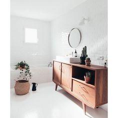 •• • banheiro relax branquinho para esquecer alguns minutos que hoje só é terça.. Rsrsrsrs ✌🏻️ #apto41inspira #homedecor #decor #home #decoracao…