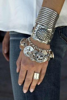 I like this ! Would wear this everyday ! What wonderful pieces of jewelry !