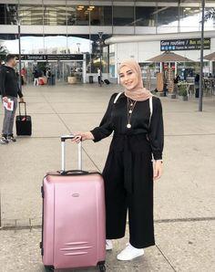 Hijab Fashion, Fashion Outfits, Modest Fashion, Womens Fashion, Fashion Ideas, Simple Hijab Tutorial, Outfit Look, Muslim Women, Modest Outfits