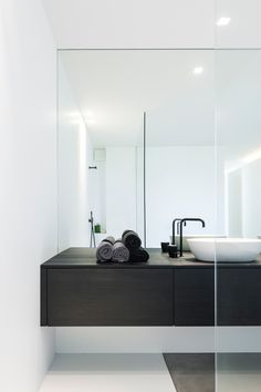 45 Ideas Bathroom Inspiration Modern Drawers For 2019 Bathroom Inspiration, Interior Design, Bathroom Inspiration Modern, House Interior, Minimalist Home Decor, Interior, White Bathroom, Home Decor, Minimal Bathroom
