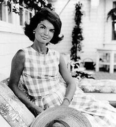Lillys schoolmate Jacqueline Kennedy (former first lady) wore one of the dresses while on vacation. After Jacqueline was photographed, people everywhere wanted the dresses designed by Lilly.