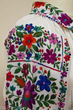 Hungarian Embroidery, Folk Embroidery, Embroidery Fashion, Ribbon Embroidery, Floral Embroidery, Folk Clothing, Arte Popular, Vera Bradley Backpack, Dressmaking