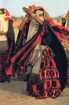 Women of the African Ark - Rashaida woman dancing, Eritrea. Photography by Carol Beckwith & Angela Fisher Cultures Du Monde, World Cultures, We Are The World, People Around The World, Niqab, Folklore, Face Veil, African Tribes, African Women