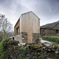 Carlos Quintáns - House in Paderne (built on top of the foundation of a historic barn), 2008.