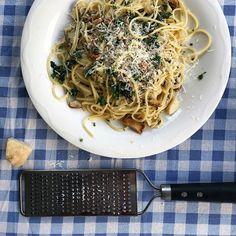 Wild mushrooms spaghetti Wild Mushrooms, Stuffed Mushrooms, Japchae, Spaghetti, Deserts, Healthy Recipes, Homemade, Dinner, Ethnic Recipes
