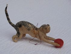 Old cotton batting cat and ball pincushion Antique Christmas Ornaments, Vintage Christmas, Vintage Sewing, Vintage Toys, Christmas Cats, German Christmas, Hunter Gatherer, Vintage Winter, Christen