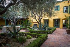 Jenn & Hunter's Historic Landmark Apartment - 1920s Spanish courtyard building