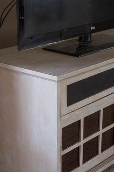 You can easily makeover a out-of-date TV console with paint. My Furniture, Furniture Makeover, Refinished Furniture, Car Wifi, Dry Brush Technique, Affordable Home Decor, Restoration Hardware, Kitchen Remodel, Console