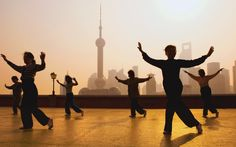 The person who practices tai chi regularly provides you various health benefits. Tai chi is a mind body exercise that combines principles of martial arts, traditional Chinese medicine, controlling breathing and eastern philosophies. Qi Gong, Ayurveda, Learn Tai Chi, Chi Energy, Ocean Front Homes, Relaxation Exercises, The Bund, Before Sunrise, Cultural Experience