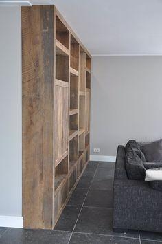 Mooi interieur opgeleverd met een prachtige kast - RestyleXL Living Room Bookcase, Living Room Tv, Home And Living, Diy Interior, Decor Interior Design, Alcove Shelving, Corner House, Home Board, Room Inspiration