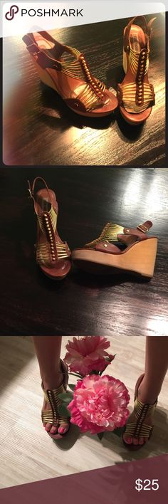 Steve Maddens wedge Gently used wedges so comfortable!💋 Steve Madden Shoes Wedges