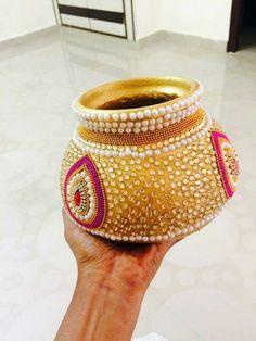 Kalash Decoration, Thali Decoration Ideas, Diy Diwali Decorations, Diy Wedding Decorations, Pottery Painting, Ceramic Painting, Coconut Decoration, Janmashtami Decoration, Housewarming Decorations