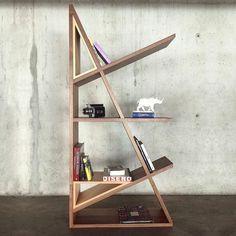 MODULAR 25 |  El diseño basado en ángulos de 25 permite una predisposición variable y ajustable al espacio. Sus componentes en cedro pueden adaptarse a los diferentes niveles creando un juego de formas y contrastes.  Hecho a mano en #CEDRO Y #NOGAL por CRUZDELAPAVA Modular25 disponible en #CDLPstudio. #ConceptDesign #Modularidad #SimetriaAxial #Tensión #Equilibrio #Sobreposicion #Dinamismo #WoodWork #HechoaMano #Ebanisteria #ArquitecturaInterior #Loft #NextTopDesign #DiseñoColombiano de…
