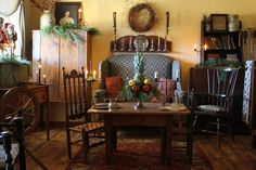 Small cozy home: combine your living room and dining room