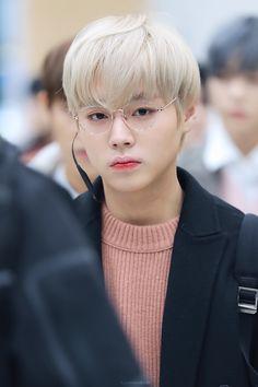 myparkjihoon_ Park Jihoon 박지훈 - he is very handsome when using glasses😨💜 . в Инстаграм Jinyoung, K Pop, Minions, Park Bo Gum, Guan Lin, Produce 101 Season 2, Kim Jaehwan, Ha Sungwoon, Child Actors