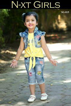 Dresses Kids Girl, Kids Outfits, Toddler Fashion, Kids Fashion, Baby Coat, Girls World, Cute Little Girls, Diy Shirt, Girls Jeans