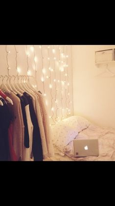 Hipster bedrooms fairy lights and lights on pinterest for Apartment bedroom ideas hipster