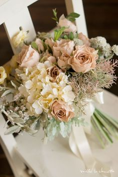Cream hydrangeas and peach roses Love Flowers, Silk Flowers, Beautiful Flowers, Green Flowers, Floral Wedding, Fall Wedding, Wedding Flowers, Flower Decorations, Wedding Decorations