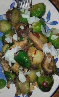 Oosterse spruitjes met shiitake. Shiitakes marineren in kikonan en evt wat chilipeper. Spruien max 4 minuten koken. Daarna met teentje knoflook en de shiitakes bakken in kokksolie. Peper/zout en klein beetje kikoman toevoegen. Op het bord een paar amandelvlokken er overheen strooien