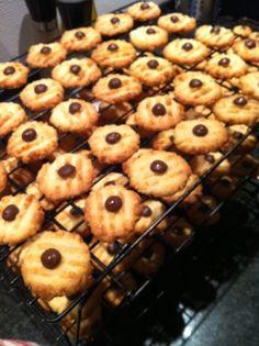 Kong Mors jul: Julesmåkager à la Annø Danish Cookies, Cheescake Recipe, Pistachio Cake, Coconut Recipes, Strawberry Recipes, Snacks, Love Cake, Something Sweet, Sweet Bread