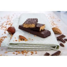 PRALINE BAR  - protein and fibre rich chocolate bar, enriched with vitamins and mineral elements. With its tasty hazelnut flavour, this bar is absolutely safe from a nutritional point of view and its consumption is totally guilt-free.