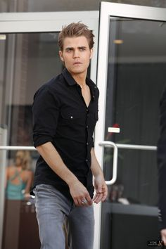 Paul Wesley keeping the style simple but sophisticated. Vampire Diaries Stefan, Serie The Vampire Diaries, Paul Wesley Vampire Diaries, Vampire Diaries Poster, Vampire Diaries Wallpaper, Vampire Diaries Funny, Vampire Diaries The Originals, Stefan E Elena, Damon And Stefan