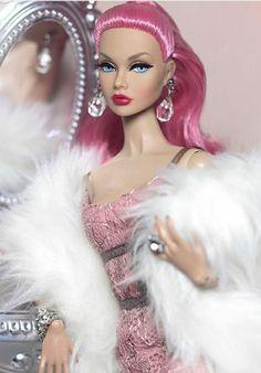 Doll Photography by PruchanunR Beautiful Barbie Dolls, Vintage Barbie Dolls, Pink Barbie, Fashion Royalty Dolls, Fashion Dolls, Poppy Doll, That Poppy, Barbie Doll Accessories, Glamour Dolls