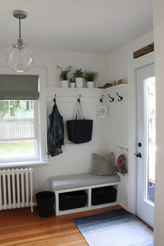 I love the entryway here. A sitting place, a high shelf!