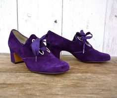 vintage late early purple suede mod oxford platforms with slightly rounded toe, silver oblong grommets, thick purple laces, and chunky heel. Oxford Platform, Oxford Heels, Purple Suede, Purple Lace, Vintage Shoes, Vintage 70s, Psychedelic Fashion, Purple Outfits, Shoes Photo