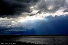 A tempestade chegando as margens do rio Tietê...